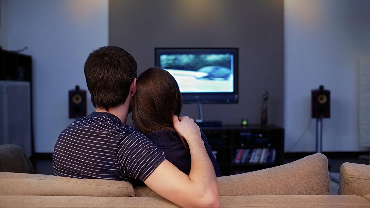 Стоит ли смотреть фильмы онлайн: популярные новинки, распространенные жанры и преимущества просмотра